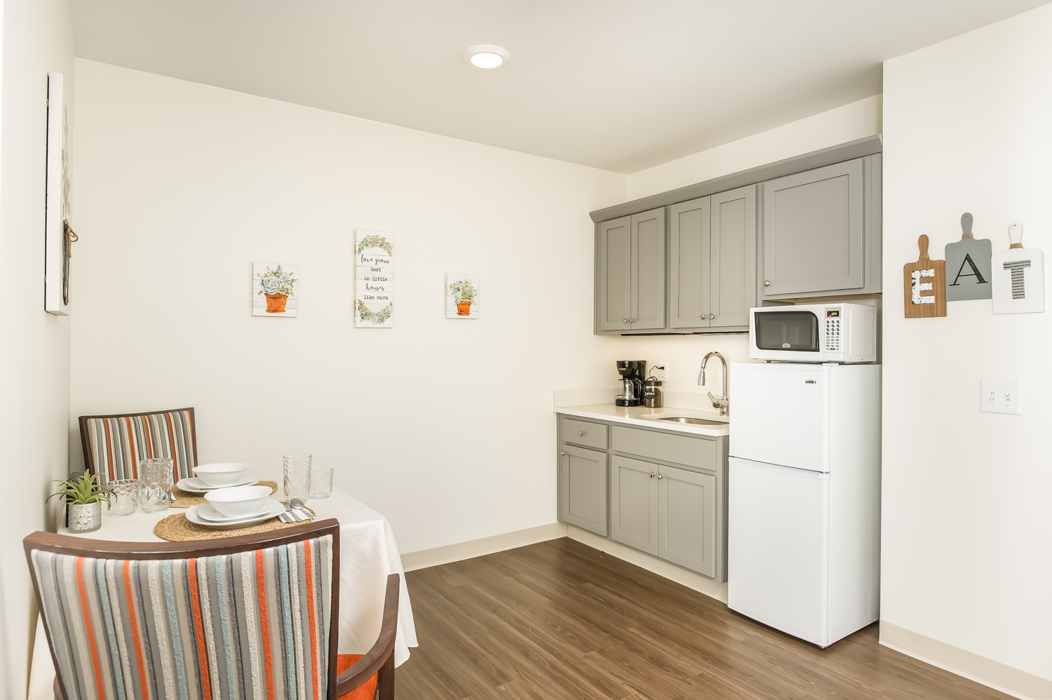 Walnut Crossing independent living kitchen and den